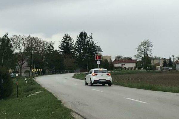 Cesta medzi Vrábľami a miestnou časťou Dyčka patrí k najhorším úsekom v meste.