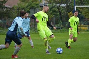 V strede Michal Béger, autor štyroch gólov Lapáša v nedeľu.