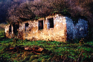 Ruina niekdajšej fary.
