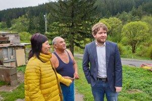 Starostka Svrčinovci kontaktovala aj splnomocnenca pre rómske komunity Ábela Ravasza (vpravo).