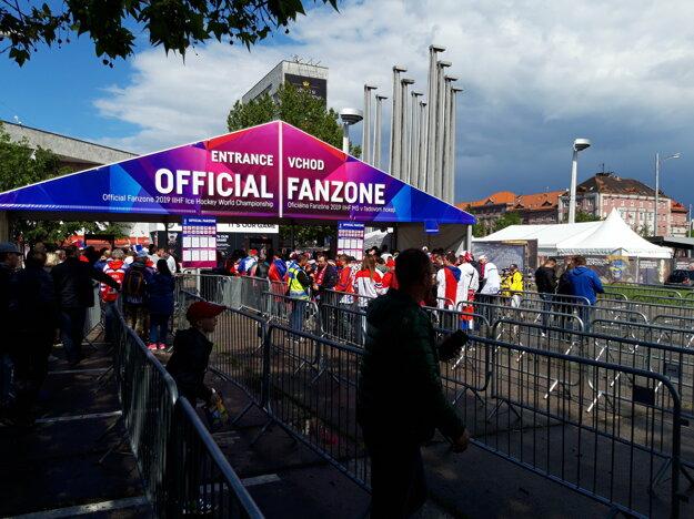 Zóna pre fanúšikov pred Istropolisom.