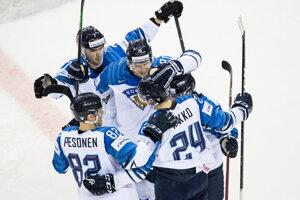 Radosť fínskych hokejistov po góle v zápase proti Slovensku na MS v hokeji 2019.