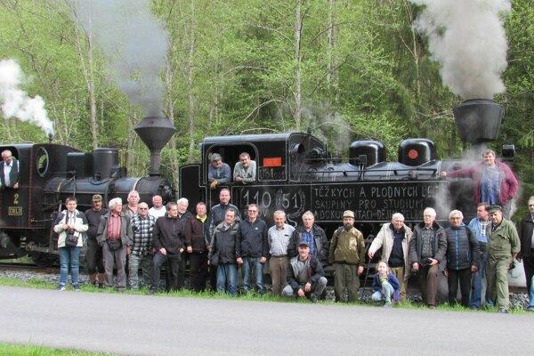Stretnutie po 40. rokoch. Bez týchto ľudí by už zrejme železnička neexistovala.