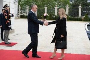 Kiska privítal budúcu prezidentku v paláci.