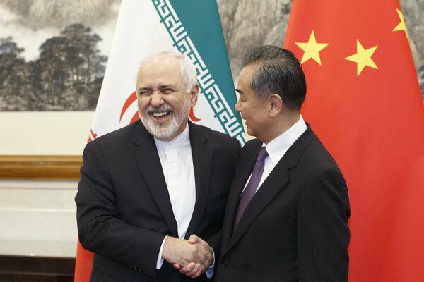 Iránsky minister zahraničných vecí Mohammad Džavád Zaríf počas návštevy Číny.