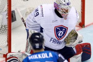 Fín Niko Mikkola strieľa gól.