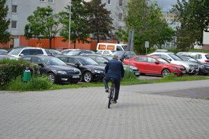 Ivan K. odišiel zo súdu na bicykli.