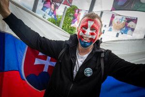 Slovenský fanúšik pred zápasom Slovensko - Dánsko.