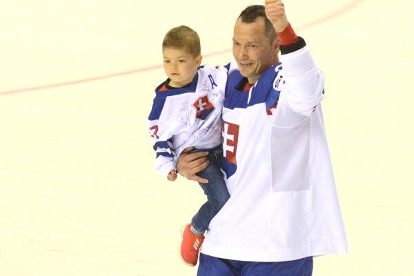 Ladislav Nagy so synom po svojom poslednom zápase v kariére.