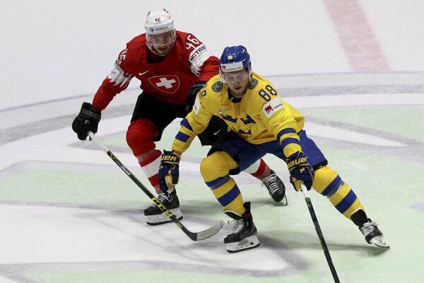 William Nylander (vpravo) v zápase Švédsko - Švajčiarsko na MS v hokeji 2019.
