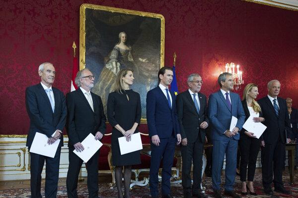 Noví rakúski ministri zložili sľub.