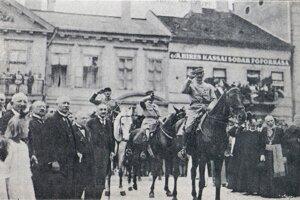 Odovzdávanie kľúčov mesta Košíc generálovi Hennocqueovi 5. júla 1919.