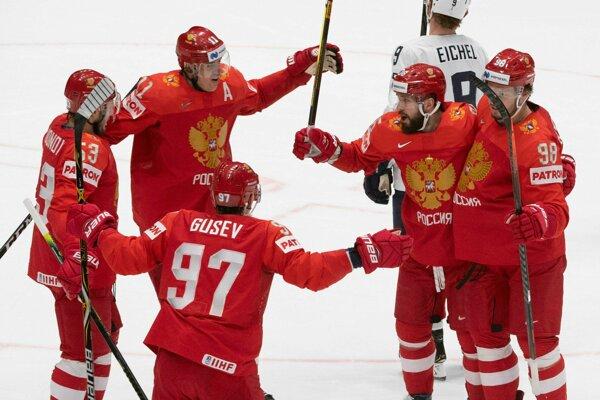 Radosť hráčov Ruska po strelení druhého gólu v zápase štvrťfinále Rusko - USA na MS v hokeji 2019.