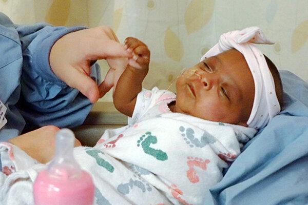 Dievčatko Saybie na fotografii z apríla.