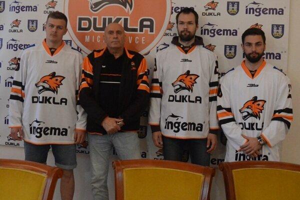 Zľava Tomáš Hričina, tréner Miroslav Chudý, Peter Galamboš a Peter Boltun.