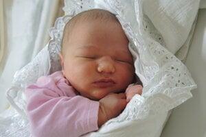 Adela Kebísková (3720 g, 50 cm) sa narodila 18. mája Miriam a Michalovi z Púchova.