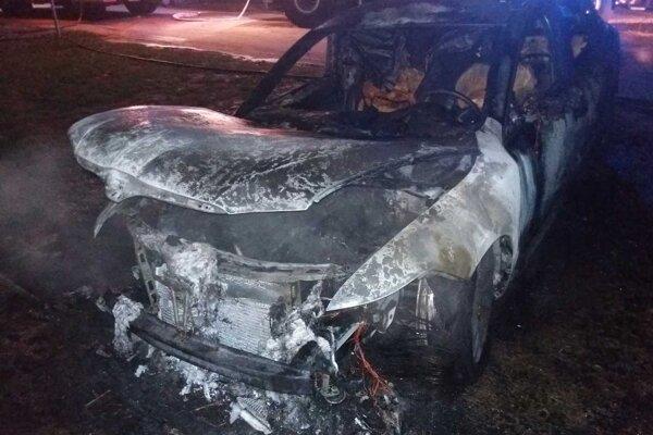 Obe autá kompletne zhoreli.