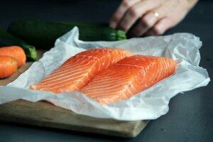 Sto gramov lososa môže zabezpečiť zhruba štvrtinu dennej dávky vitamínu A.