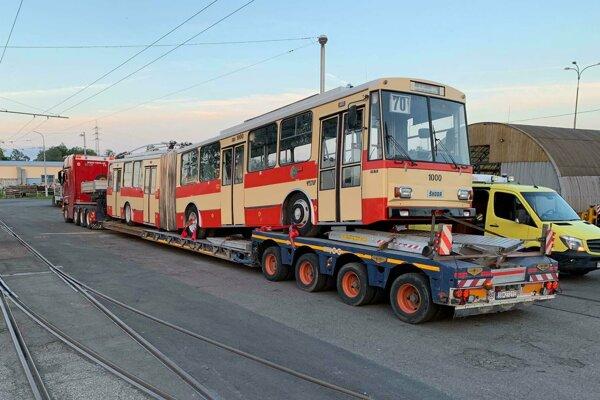Retro trolejbus pre Košice priviezli z Ostravy.