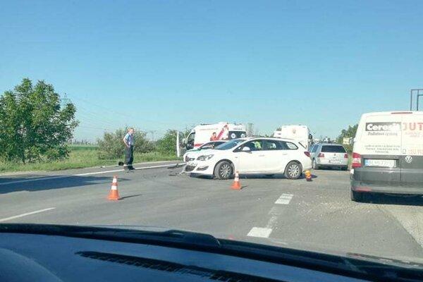 Pri Leopoldove smerom do Hlohovca prišlo k nehode.