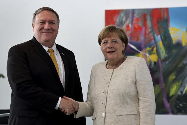 Americký minister zahraničných vecí Mike Pompeo a nemecká kancelárka Angela Merkelová.