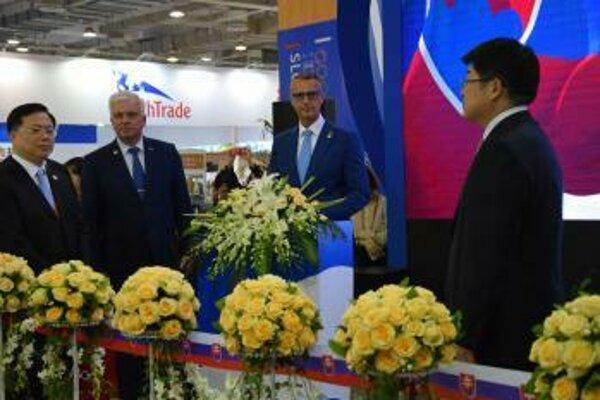 Do čínskeho mesta Ning-po sa prišlo predstaviť 26 slovenských podnikateľov so svojimi produktmi.