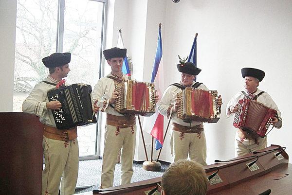Podujatie spestrilo vystúpenie folkloristov zprečínskej Limbory.