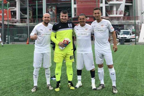 Štvorica východniarov reprezentuje Slovensko na MS umelcov vo futbale.