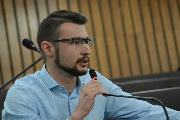 Poslancovi Róbertovi Gajdošovi návrh neprešiel. Predloží ho znova.
