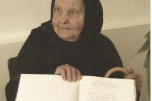 Mária Kvasnová priniesla jeden zo stromčekov na chrbte v koši až z Malachova. Dožila sa krásnych 98 rokov, na túto udalosť si dobre pamätala.
