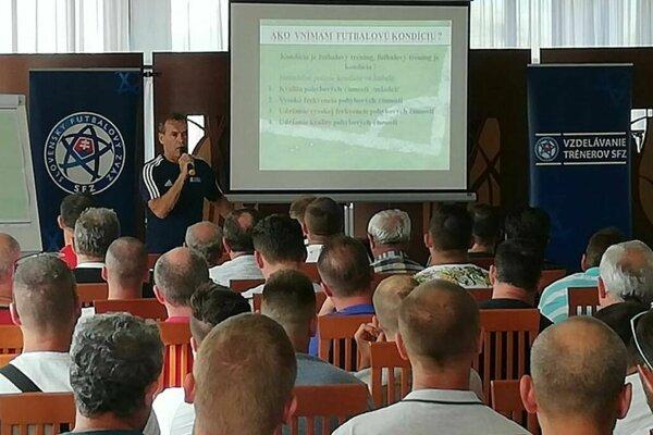 O futbalovej kondícii zaujímavo prednášal Milan Ivanka...