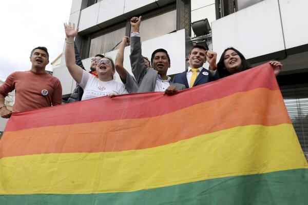 Na neverejnom zasadnutí sa za manželstvá osôb rovnakého pohlavia vyslovilo päť z deviatich sudcov.
