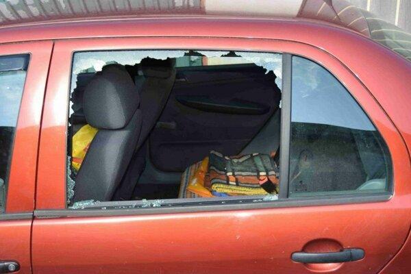 Zlodej sa dostal do auta bez väčších problémov.