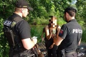 Policajti kontrolovali mladistvých.
