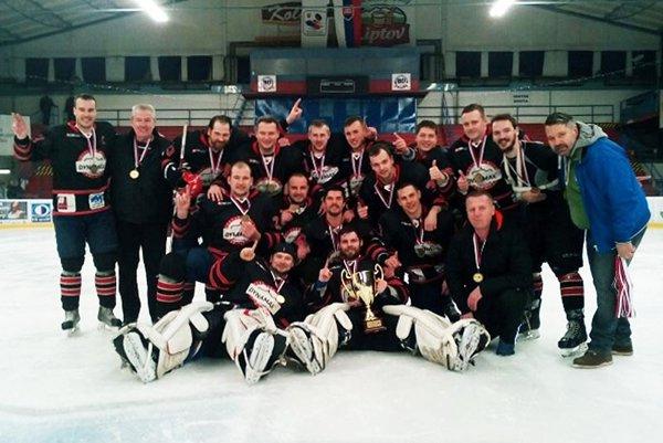 Hokejisti HK Dynamax Nitra sú víťazmi druhej ligy.