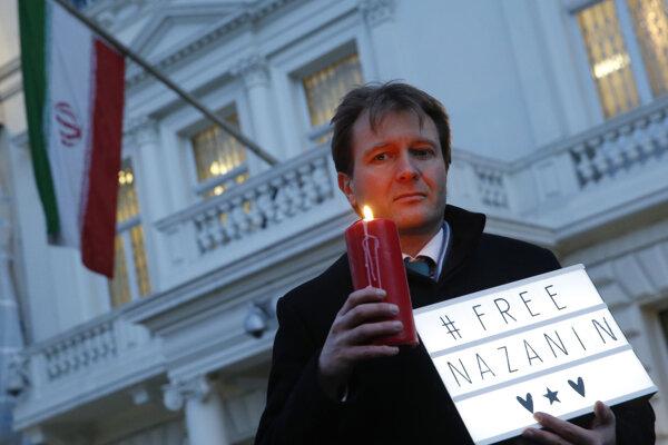 Richard Ratcliffe začal svoj vlastný pôst na iránskom veľvyslanectve v Londýne.