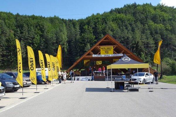 Už v sobotu sa vo Valči stretnú majitelia a priaznivci značky OPEL. Je sa na čo tešiť - bude sa oslavovať, zabávať, súťažiť.
