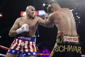 Tyson Fury (vľavo) v súboji s Tomom Schwarzom.