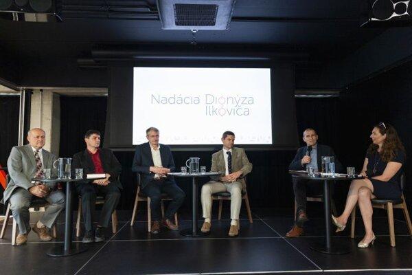 Zľava: Jozef Smrek, Ľubomír Konrád, Robert Mistrík, Martin Plesch, Marián Marek, Michaela Benedigová.
