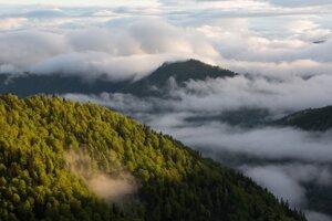 V horách je najkrajšie, keď tam nikto nie je, hovorí Kameniar. Tu sa po dlhých a výdatných dažďoch mení počasie (Veľká Fatra).