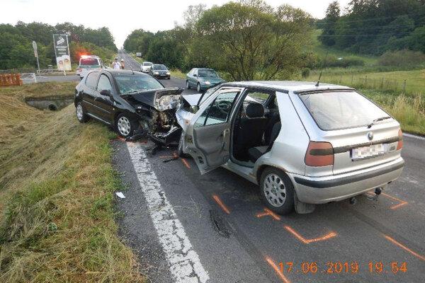 Zrážka Felicie a Peugeota.