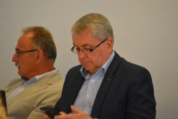 Predseda predstavenstva Technických služieb mesta Prešov Milan Toth (vpravo) ostáva vo funkcii, Peter Janus (vľavo) na rovnakej pozícii v DPMP končí.