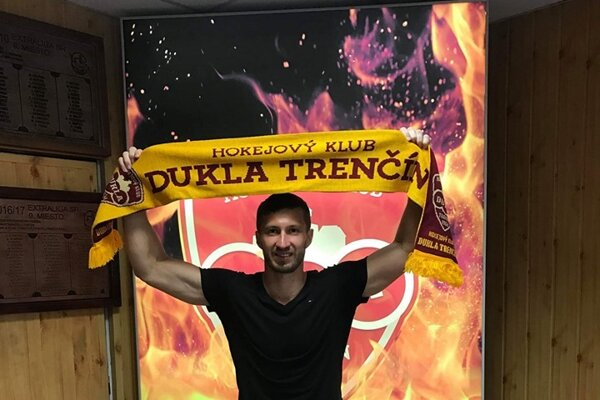 Český hokejový obranca Lubomír Štach.