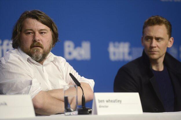 Režisér Ben Wheatley (vľavo) a jeho hlavný hrdina Tom Hiddleston.