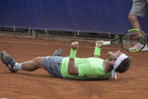 Norbert Gombos sa teší po zisku titulu na antukovom challengeri Bratislava Open.
