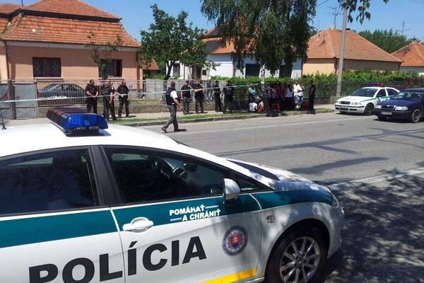 Dramatické chvíle 16. júna 2012 v Hurbanove pred zadržaním ozbrojeného páchateľa.