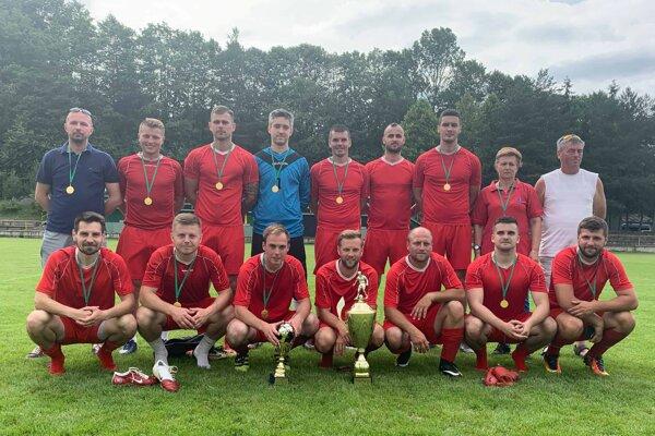 Putovný pohár pre víťaza turnaja víťazov oblastných tried tento rok získali futbalisti ŠK Gbeľany.