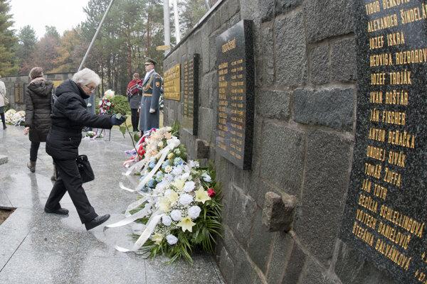 Pamätník politických väzňov komunizmu na Ružinovskom cintoríne v Bratislave.