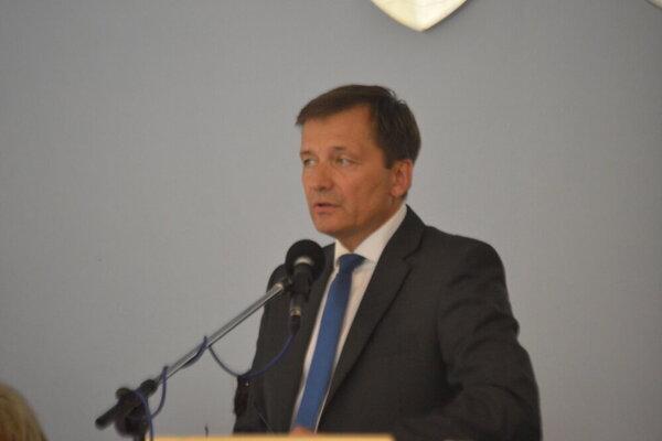 Alexander Ernst z funkcie hlavného kontrolóra odchádza.
