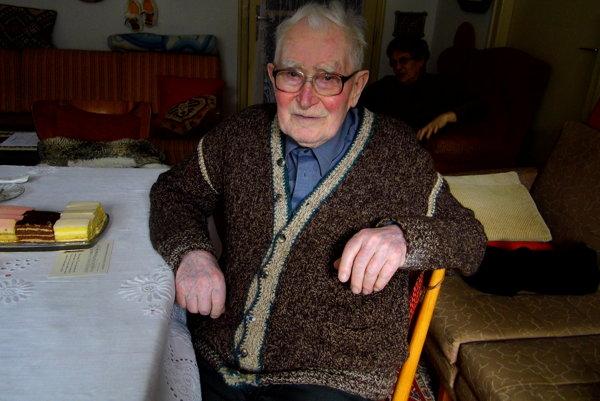 Viliam Kišš (100) sa aj na dôchodku aktívne venuje včeláreniu a pátraniu po svojich predkoch.